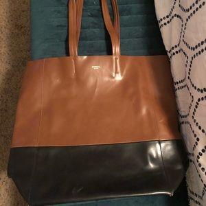 Sorial purse. Medium/large shoulder Faux leather.